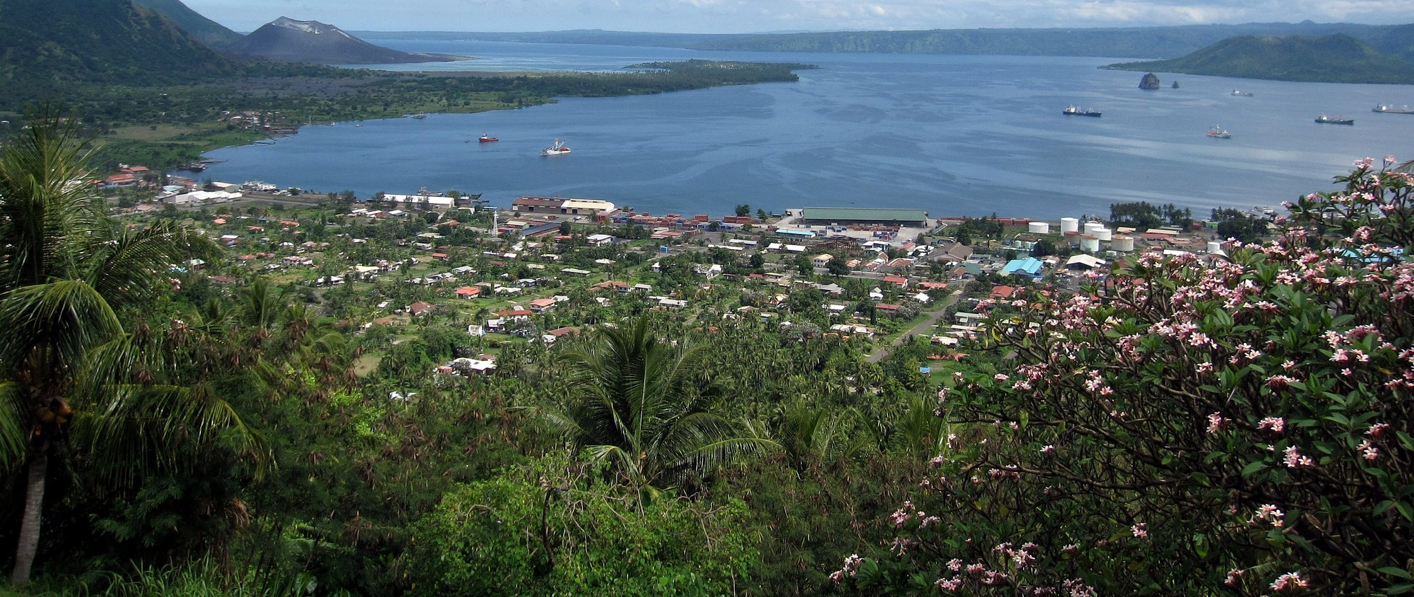 The town of Rabaul, on the island of New Britain, Papua New Guinea, 2012 (Photo: Flickr/Stefan Krasowski)