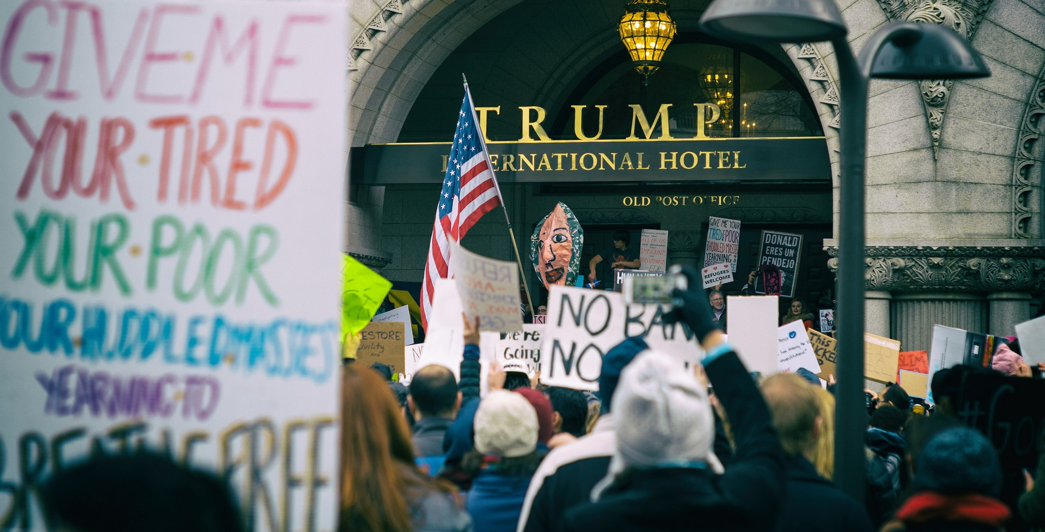 A protest aagainst the visa ban at Trump International Hotel in Washington, DC (Photo: Flickr/Mike Maguire)