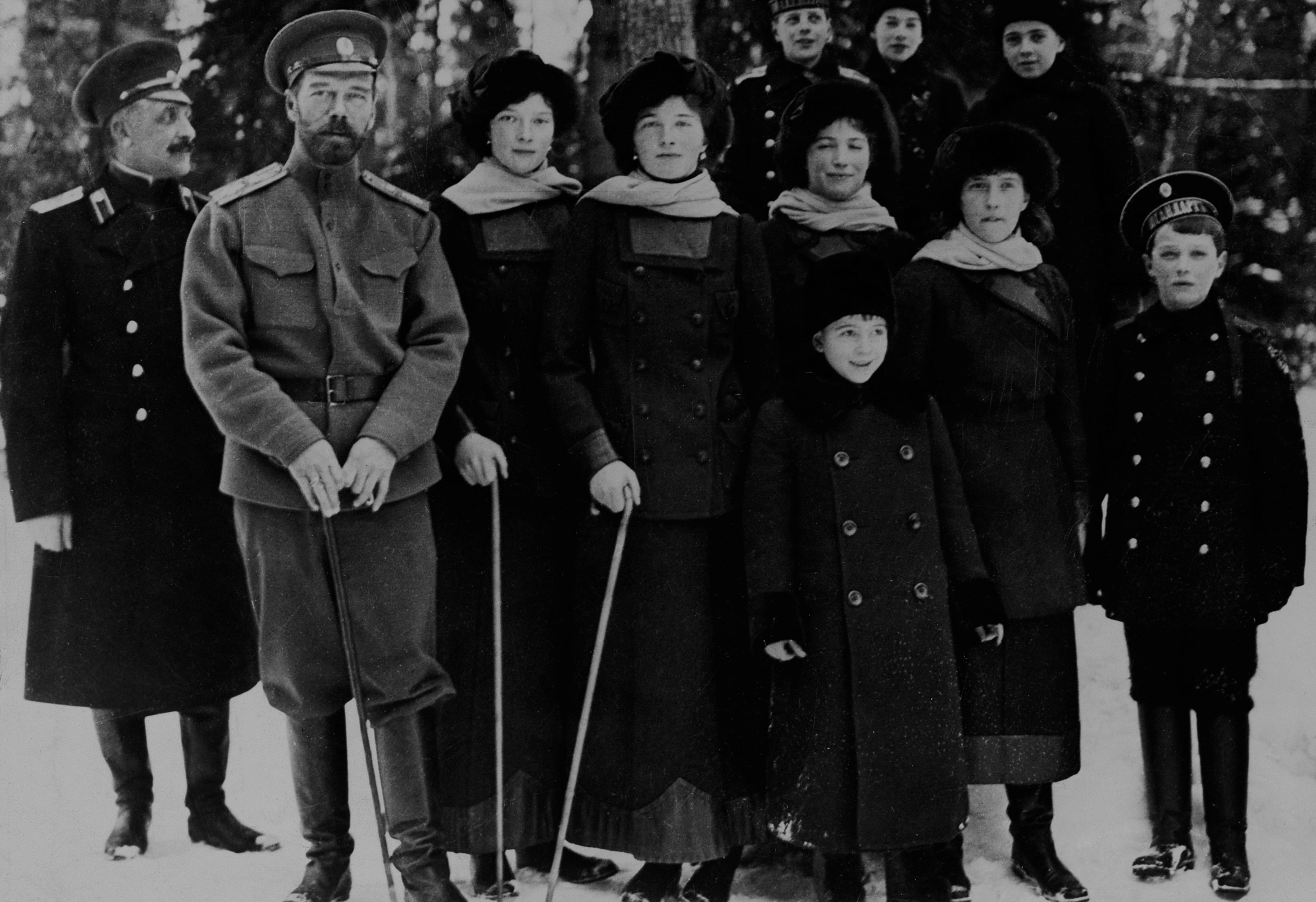Nichloas II and family around the time of his abdication, 1917 (Photo: Getty Images)