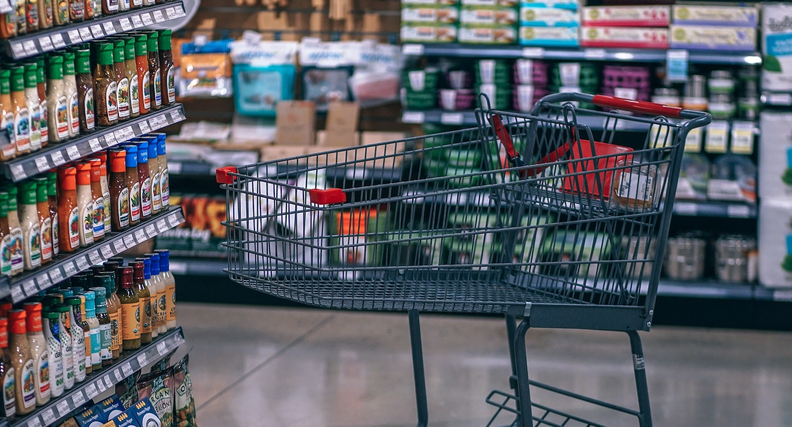 The real environment for global commerce is shifting dramatically amid the institutional malaise (Photo: Fancycrave/ Unsplash)