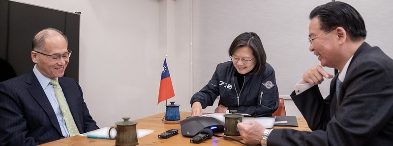 David Lee, National Security Adviser, President Tsai and Foreign Minister Wu receiving a congratulatory phone call from US Senator Cory Gardner on Tsai's election win