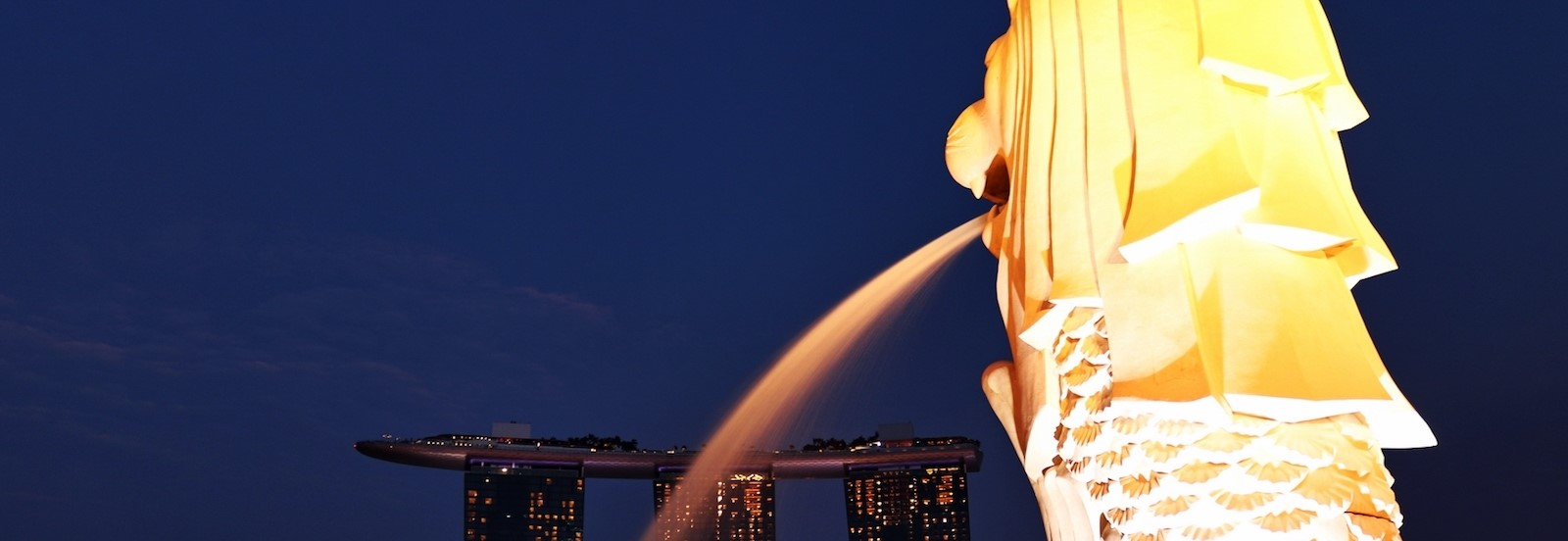 The Merlion in front of Marina Bay Sands, Singapore (Photo: Ferry Octavian/Flickr)
