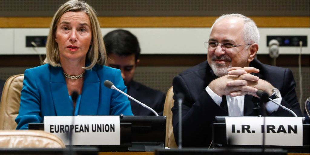 Federica Mogherini (L), EU High Representative for Foreign Affairs and Iran's Foreign Minister Mohammad Zarif in New York, 25 September 2018. (Getty/Alexander Shcherbak)
