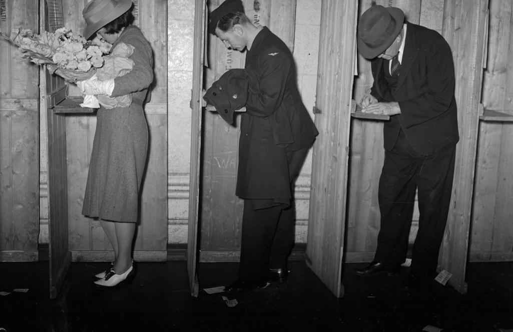 A Western Australian polling booth, 1940. (Courtesy of Flickr user State Library of WA)