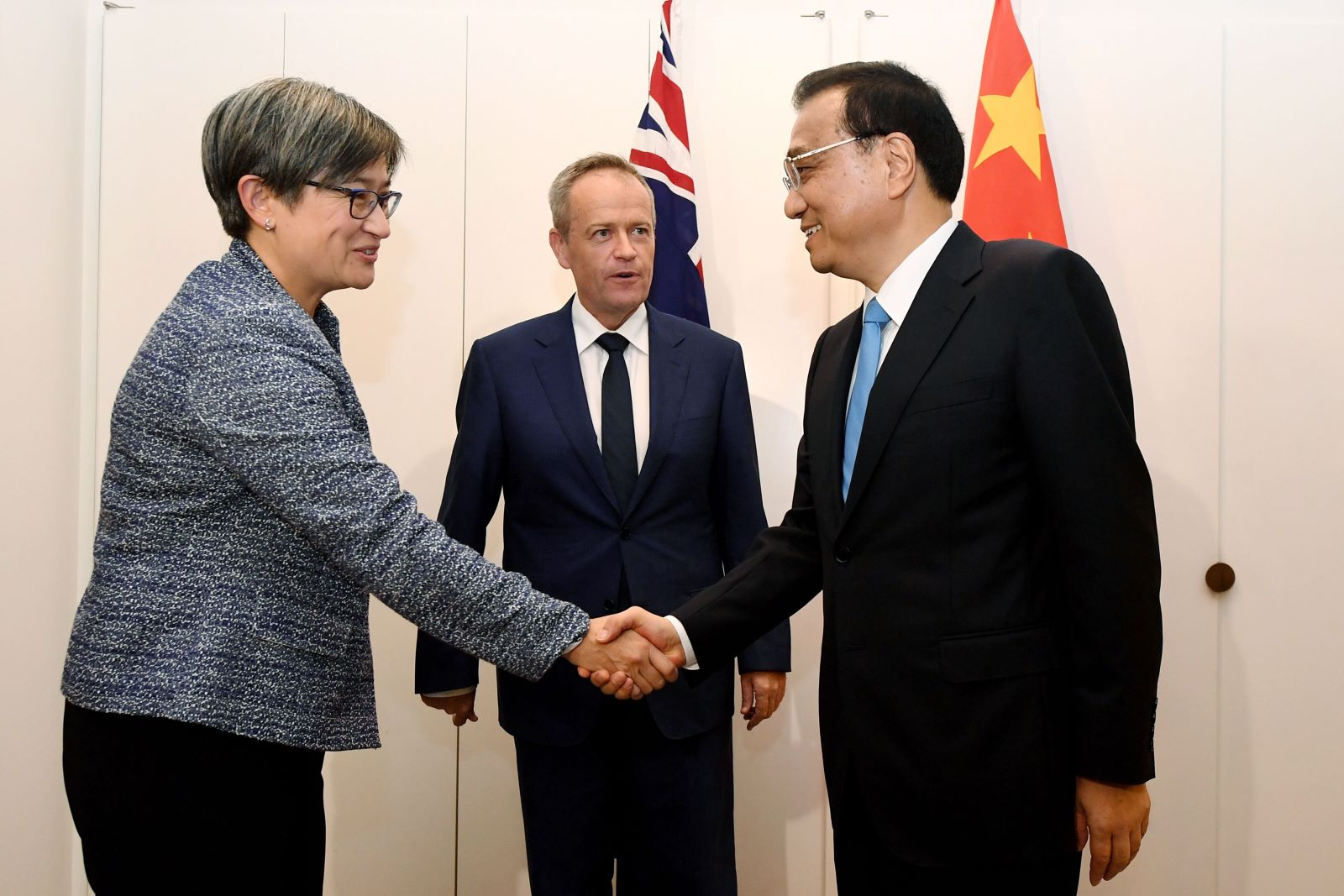 Penny Wong and Bill Shorten meet Chinese Premier Li Keqiang in March 2017. (Photo: Lucas Coch/Getty)