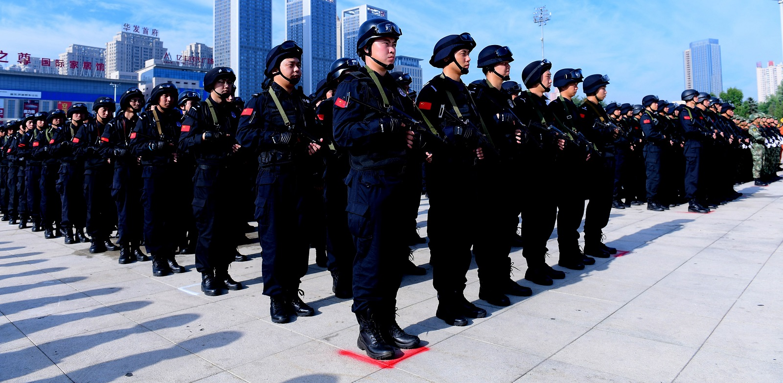 Shenyang Public Security Bureau holds security guard pep rally  for 19th CPC Congress (Photo: Getty Images)