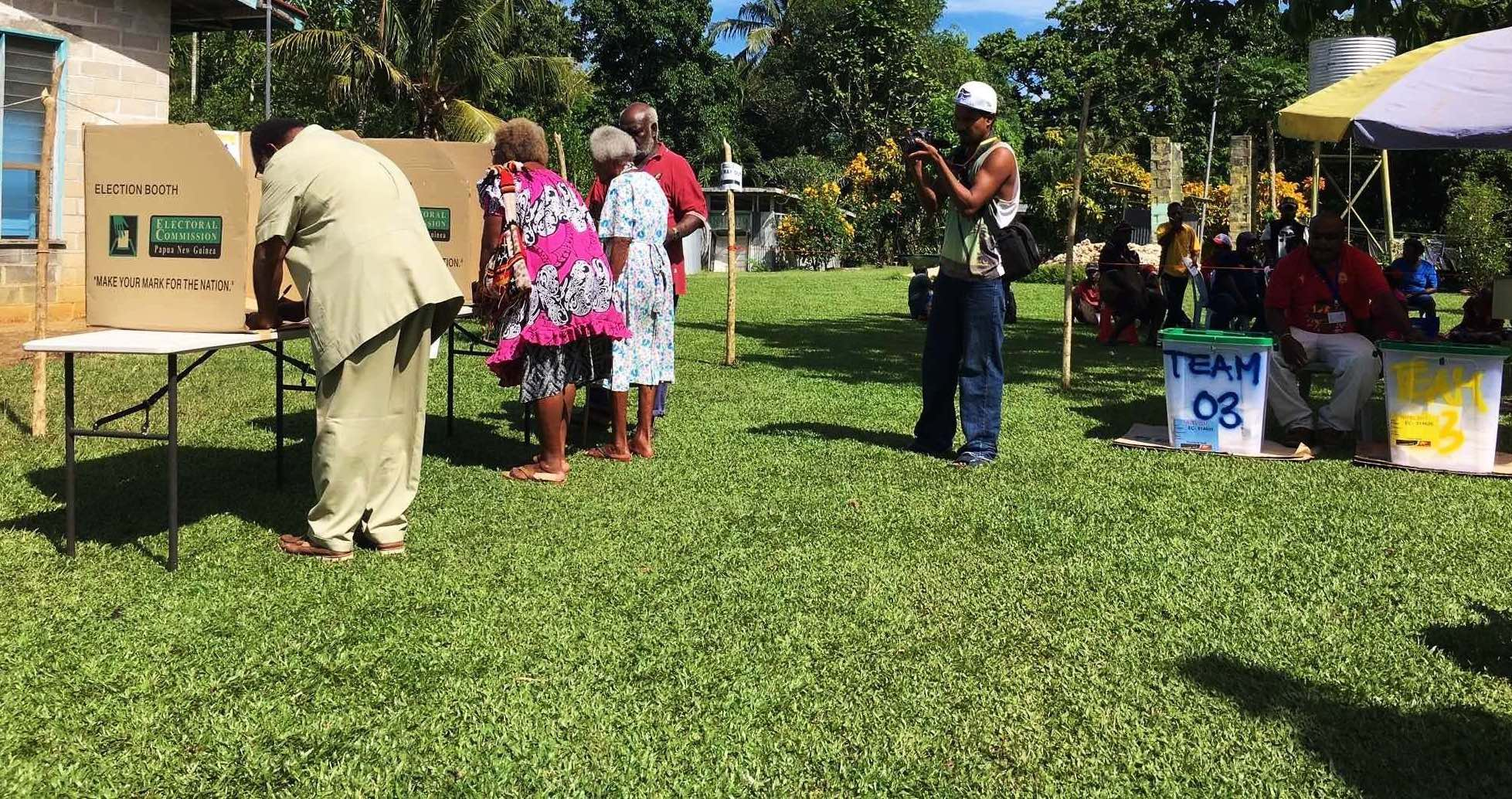 Voting in Kavieng, New Ireland (Photo: Anna Kirk)